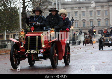 Darrack veteran car made in 1903 passes in front of Buckingham Palace during the London to Brighton veteran car - Stock Photo