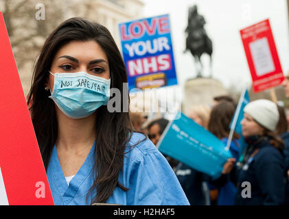 London, UK. 6th February 2016. EDITORIAL - Junior doctors rally, in protest of government plans to change NHS doctor - Stock Photo