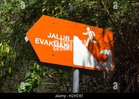 Indonesia, Bali, Padangbai, tsunami tidal wave evacuation direction sign, Jalur Evakuasi - Stock Photo