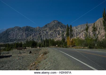 Hamlet in the Ghez Canyon on the Karakoram Highway from China to Pakistan. Xinjiang Province, China. - Stock Photo