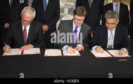 (left to right) Jean-Bernard Levy chairman of EDF Group, Greg Clark Secretary of State for Business, Energy and - Stock Photo