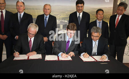 (sitting left to right) Jean-Bernard Levy chairman of EDF Group, Greg Clark Secretary of State for Business, Energy - Stock Photo
