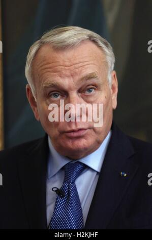 French Foreign Minister Jean-Marc Ayrault speaking at a signing ceremony in London to finalise the deal to build - Stock Photo