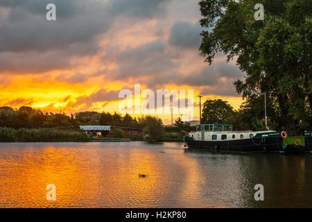 Lancashire, UK. 29th September, 2016. UK Weather: Dawn. Reflected colourful skies over the moorings at Rufford Marina. - Stock Photo