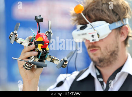Leipzig, Germany. 29th Sep, 2016. Drone pilot Eric Thomson preparing for the start of his so-called First-Person - Stock Photo