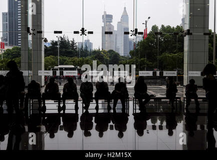 Los Angeles, California, USA. 6th Sep, 2016. Visitors (silhouetted) sit on the bench at the Shanghai Urban Planning - Stock Photo