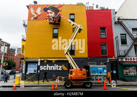 New York, NY 28 September 2016 Shepard Fairey mural goes up on the wall of a building in New York City's East Village.. - Stock Photo