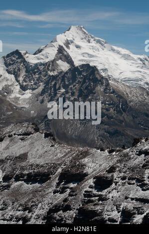 Huayna Potosi, 6088m, an Andean peak in the Cordillera Real outside La Paz, Bolivia - Stock Photo