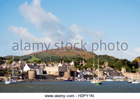 Conwy town & Castle walls, Wales, UK. - Stock Photo