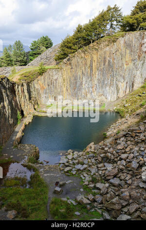 The Blue Pool in a quarry above Friog, near Fairborne in Gwynedd on the banks of the Mawddach Estuary. - Stock Photo