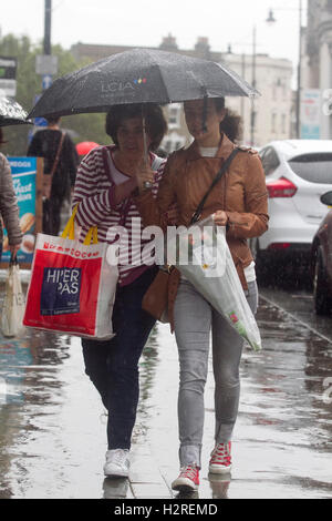 Wimbledon London, UK. 1st October 2016. People sheltering from the rain in Wimbledon town centre as the rains arrive - Stock Photo