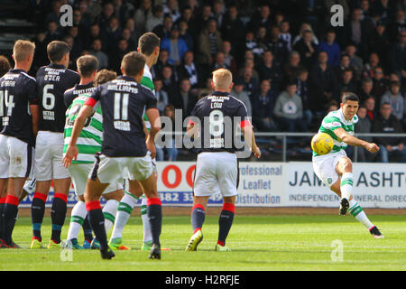 Dens Park, Dundee, Scotland. 01st Oct, 2016. Scottish Premier League Football. Dundee versus Celtic. Tom Rogic tries - Stock Photo