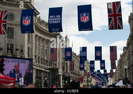 London, England, UK. 1st October 2016. Large crowds at an NFL event on Regen Street in London. The street was closed - Stock Photo