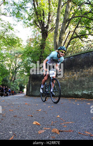 London, UK. 01st Oct, 2016. Emma Grant (Colavita Bianchi), a cyclist competing in the Rollapaluza Urban Hill Climb - Stock Photo