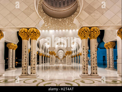 Portico, white mosque, Abu Dhabi, United Arab Emirates - Stock Photo