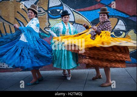 At left Dina , in the middle Benita la Intocable, at right Angela la Folclorista, cholitas females wrestlers, El - Stock Photo