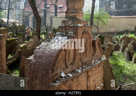 Old Jewish Cemetery Prague. Sometimes visitors leave pebbles or prayers written on small pieces of paper on the - Stock Photo