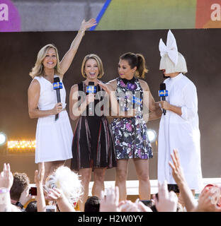 Sia on Good Morning America Summer Concert Series  Featuring: Lara Spencer, Amy Robach, Ginger Zee, Sia Where: New - Stock Photo