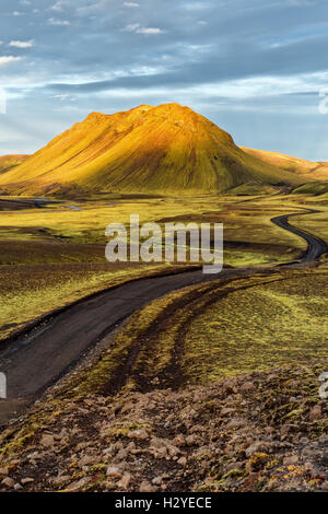 F208 heading south from Landmannalaugar toward the ring road in the highland in Southern Iceland. - Stock Photo