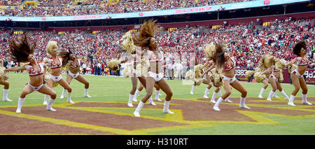 Landover, Maryland, USA. 02nd Oct, 2016. Washington Redskins cheerleaders perform between the first and second quarters - Stock Photo