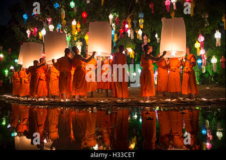 CHIANG MAI, THAILAND - NOVEMBER 07, 2014: Groups of young Buddhist monks launch sky lanterns at the Yee Peng festival - Stock Photo