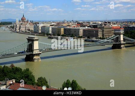 Panoramablick von Buda ueber die Kettenbruecke nach Pest, hinten das Ungarische Parlament, Parlamentsgebaeude von - Stock Photo