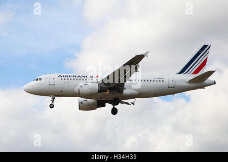 Air France approaching London Heathrow airport. - Stock Photo