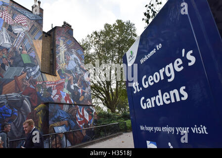 Cable Street, London, UK. 4th October 2016. Cable St 80th anniversary is commemorated. - Stock Photo