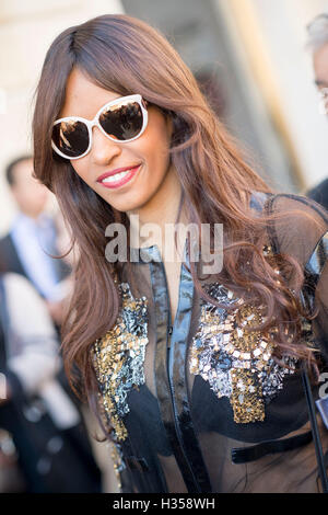Paris, France. 5th October, 2016. A guest arrives for the Louis Vuitton Collection Show on Day Nine for Paris Fashion - Stock Photo