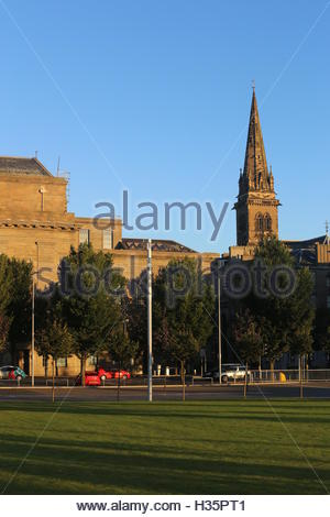 Caird Hall and St Pauls Cathedral from Slessor Gardens Dundee Scotland  October 2016 - Stock Photo