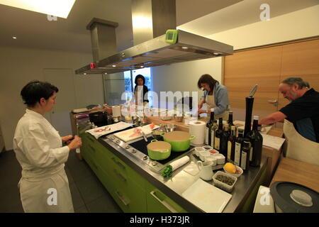 a cooking class in ecole de cuisine alain ducasse (alain ducasse ... - Ecole Cuisine Paris