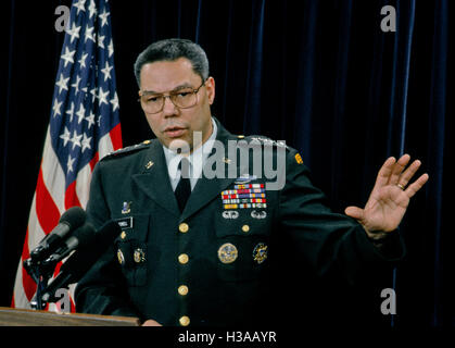 Arlington, Virginia, USA, 24th January, 1991 General (USA) Colin Powell conducts a news briefing Credit: Mark Reinstein Stock Photo