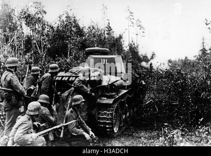 Tanks and infantry of the Wehrmacht on the Eastern Front, 1941 - Stock Photo