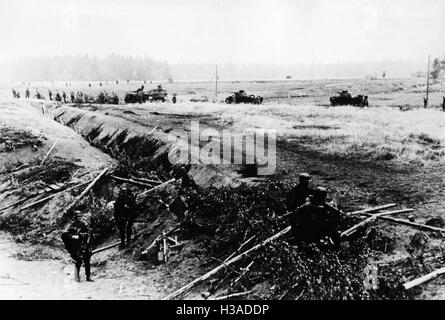 German infantry and tanks on the Eastern Front, 1941 - Stock Photo