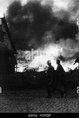 German infantry in a burning village on the Eastern Front, 1941 - Stock Photo