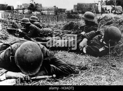 German advance detachment under fire on the Eastern Front, 1941 - Stock Photo