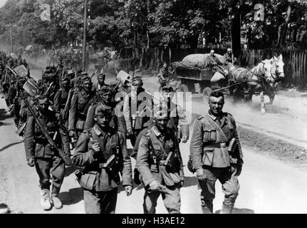 German infantry marching on the Eastern Front, 1941 - Stock Photo