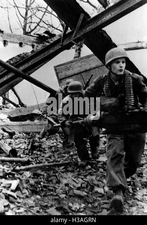German paratroopers on the Western front, 1945 - Stock Photo