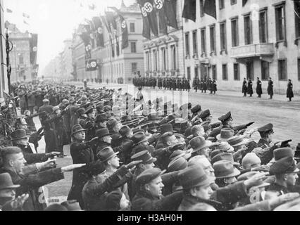 Crowd performing the Hitler salute in the Wilhelmstrasse in Berlin, 1937 - Stock Photo