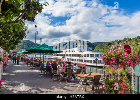 Cruise boat and cafes on the riverfront promenade in Boppard on the River Rhine, Rhineland-Palatinate, Germany - Stock Photo