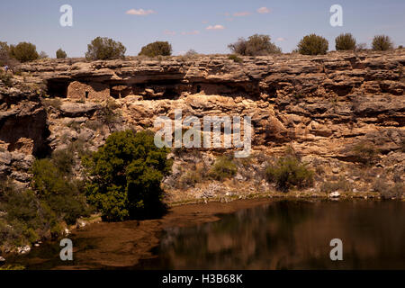 Living quarters at Montezuma Well.  Set in the cliff side surrounding the lake of fresh potable water, hence the - Stock Photo