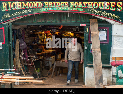 Richmond bridge boathouses riverside workshop - Stock Photo