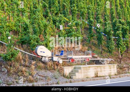 Monorail chairlift, Enkircher Batterieberg vineyard, seen from the road, Enkirch, Mosel river, Rheinland-Pfalz, - Stock Photo