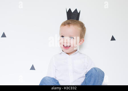 c2dafb8c92d22 Toddlers wearing paper crowns · Little boy wearing paper crown - Stock Photo