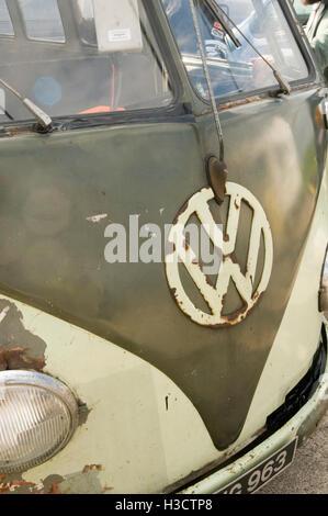 vw van splitwindow old campervan campervans vans camper patina patinated tatty rust rusty Volkswagen badge badges - Stock Photo
