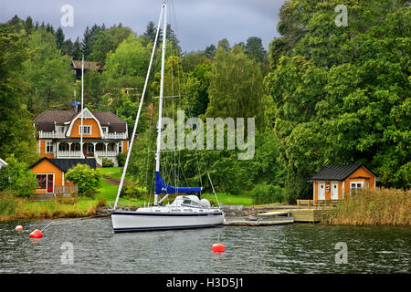 Summer house in one of the thousands of little islands of the Archipelago of Stockholm, Sweden. - Stock Photo