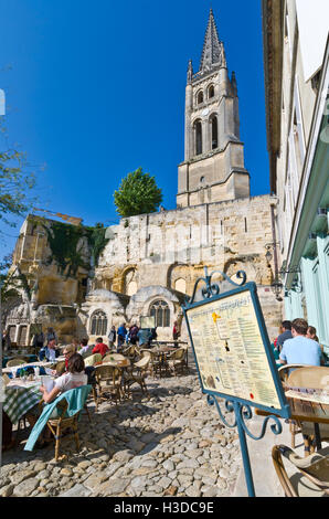 SAINT EMILION Restaurant in main cobbled square of St-Emilion on a warm sunny clear day with alfresco diners & menu - Stock Photo