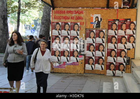Tbilisi, Georgia. 27th Sep, 2016. Election campaign posters on a construction site fence behind a street book stall - Stock Photo