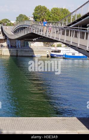 Paris, Pont Simone de Beauvoir, view towards the Left Bank. - Stock Photo