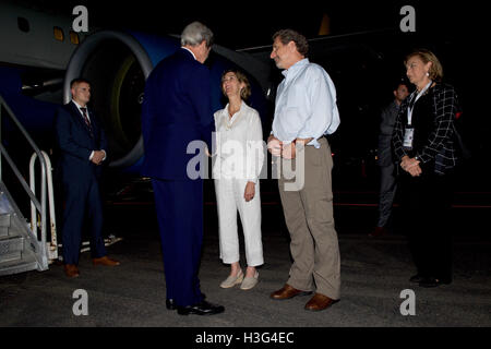 U.S. Secretary of State John Kerry, watched by U.S. Ambassador to Colombia Kevin Whitaker, shakes hands with Colombian - Stock Photo